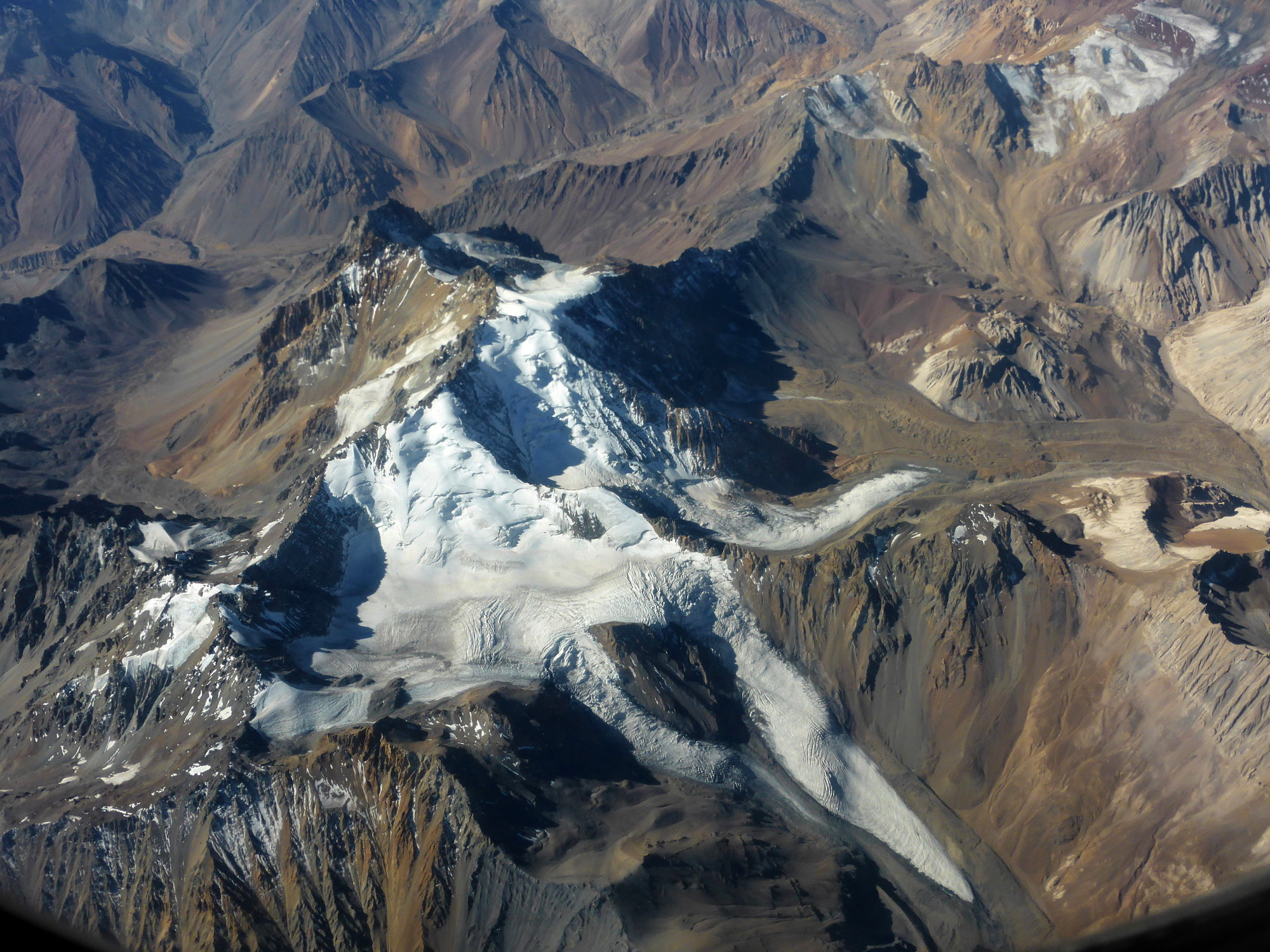Whilst glaciers in the Central Andes south of Santiago de Chile have lost considerably less mass than previously presumed, the glaciers may still disappear entirely from this region in the foreseeable future. This would have serious consequences for the people there, who rely on the glacier melt water. (Image: FAU/Matthias Braun)